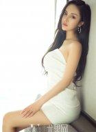 女神莫妮卡优雅的白色连衣裙写真 包不住的魔鬼身材呼之欲出