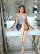 女神美替短裙下笔直的长腿秀出女人青春性感气息