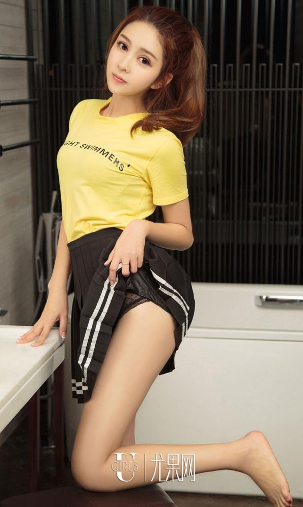 女神艾晴私房诱惑写真,长相身材都极其漂亮,真是美妙绝伦。